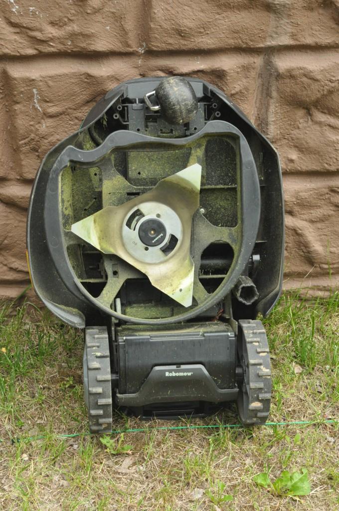 Фото 3.1.1 Конструкция нижней части газонокосилки Robomow RC306