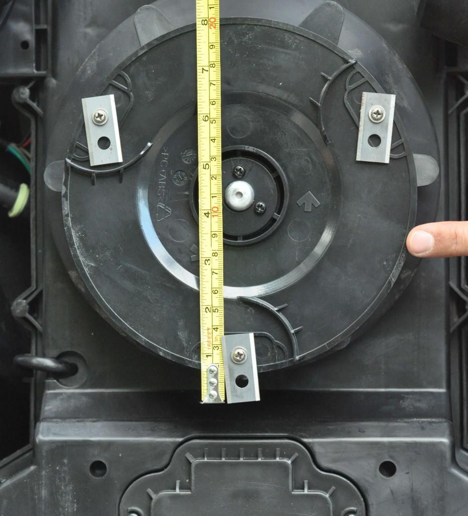 Фото 3.2.3 Общая длина режущей кромки лезвия Worx WG795E Landroid составляет 3.5 см, а рабочая часть всего 1,5 см, а диск, несущий лезвия вызывает опасения в части прочности