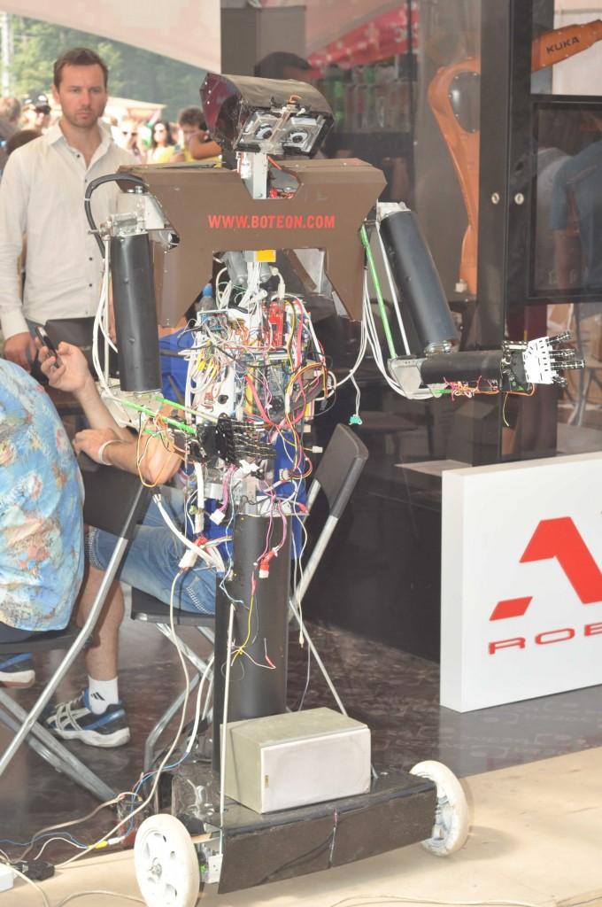 Демонстрационный робот от Ботеон