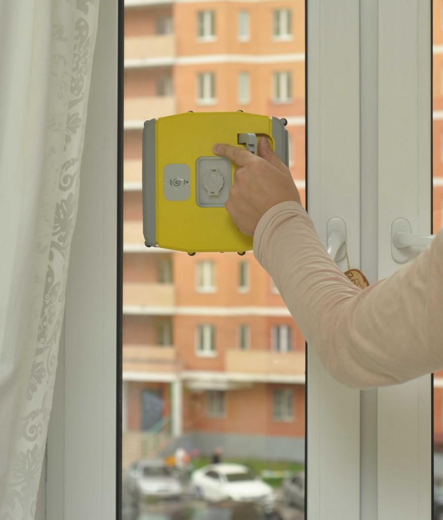 WINDORO требует пространство как минимум по 10 см в каждую сторону от себя. Вот на таком окне он просто не сможет повернуться и, как следствие, осуществить очистку.