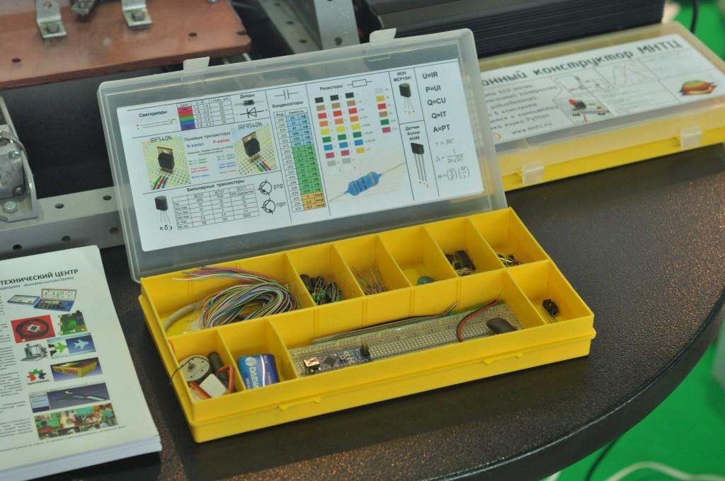 На фестивале были представлены наборы для изучения электроники с использованием контроллеров Arduino,