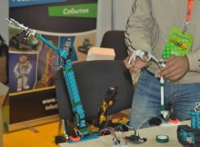"""Располагающаяся по соседству с """"каморкой"""" современного """"Папы Карло"""" компания ООО """"Робоворкс"""" продемонстрировала целый набор действующих моделей роботов."""