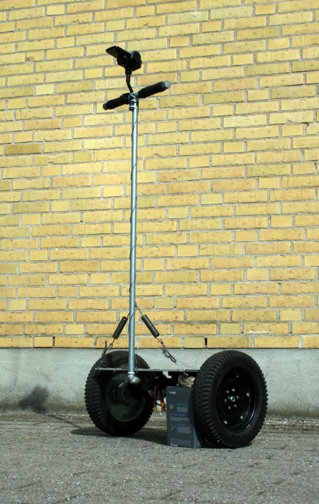 Полноразмерный балансирующий робот после сборки