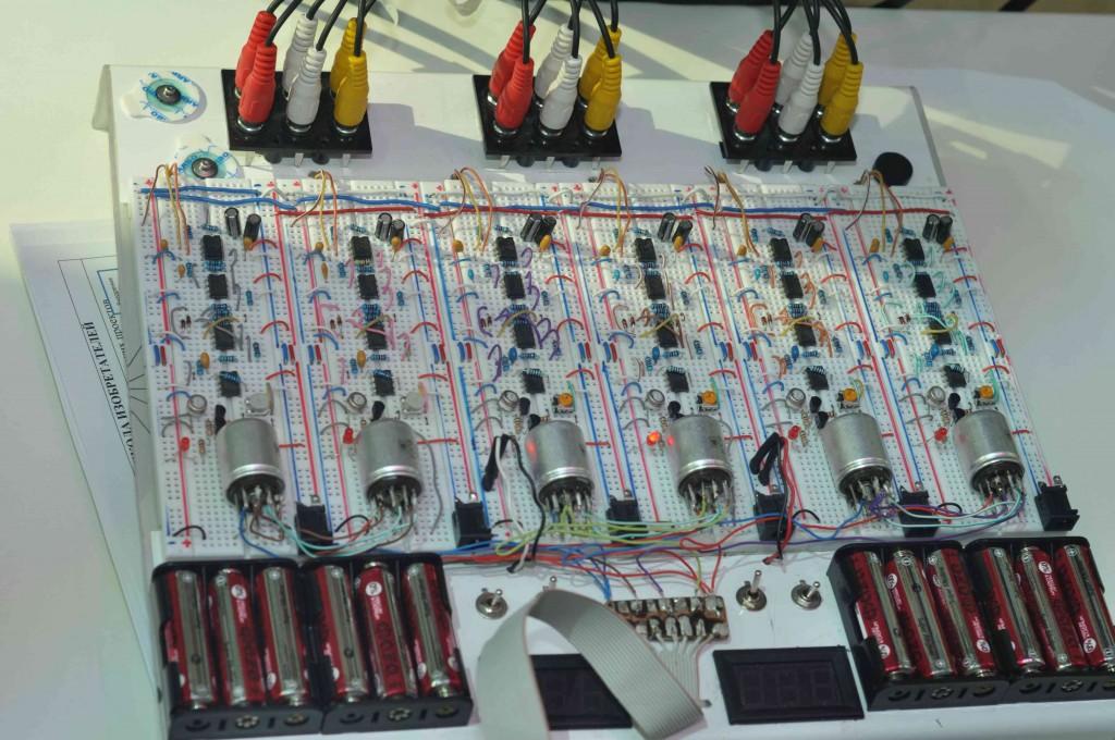 Для усиления данных сигналов использовались каскады из операционных усилителей.