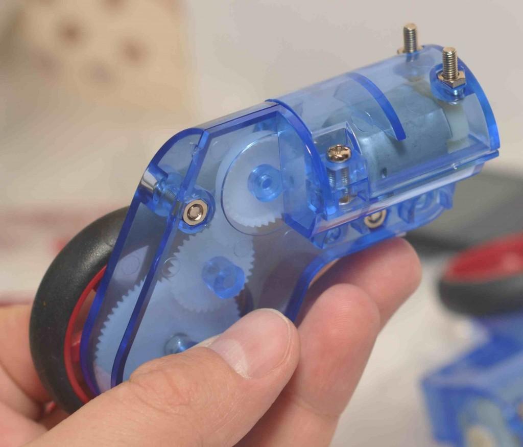 В итоге получаем полностью собранный левый колесный модуль.