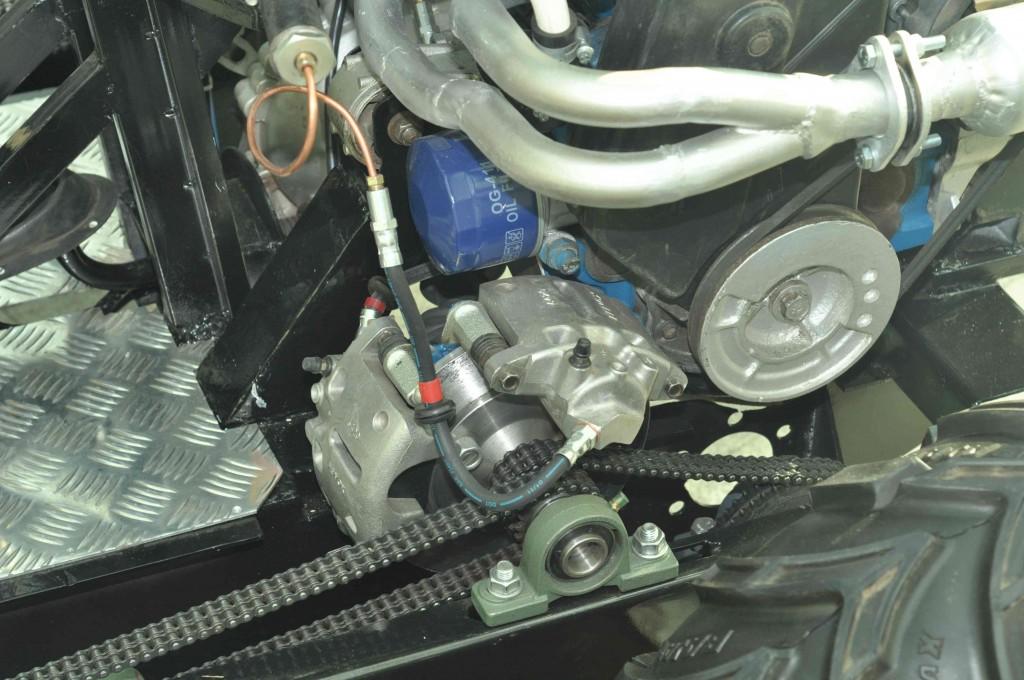 Хотя, конечно, наличие двигателя внутреннего сгорания и никак не защищенные узлы машины ограничивают его применение только в земных условиях.