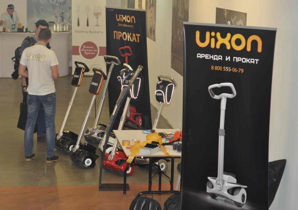 Производитель балансирующих самобеглых колясок Vixon активно предлагает их в аренду для скоростного перемещения по торговому центру.