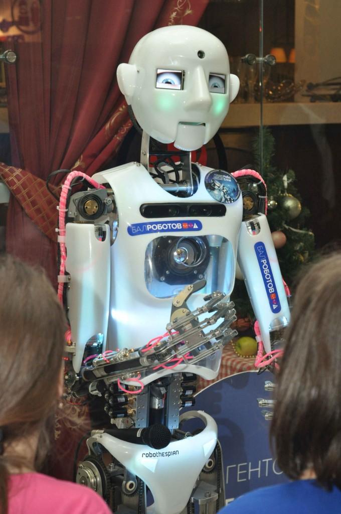 Для тех, кто еще не знает, Теспиан - это шоу робот, который предназначен для шоу-выступлений. Он умеет краснеть, белеть...