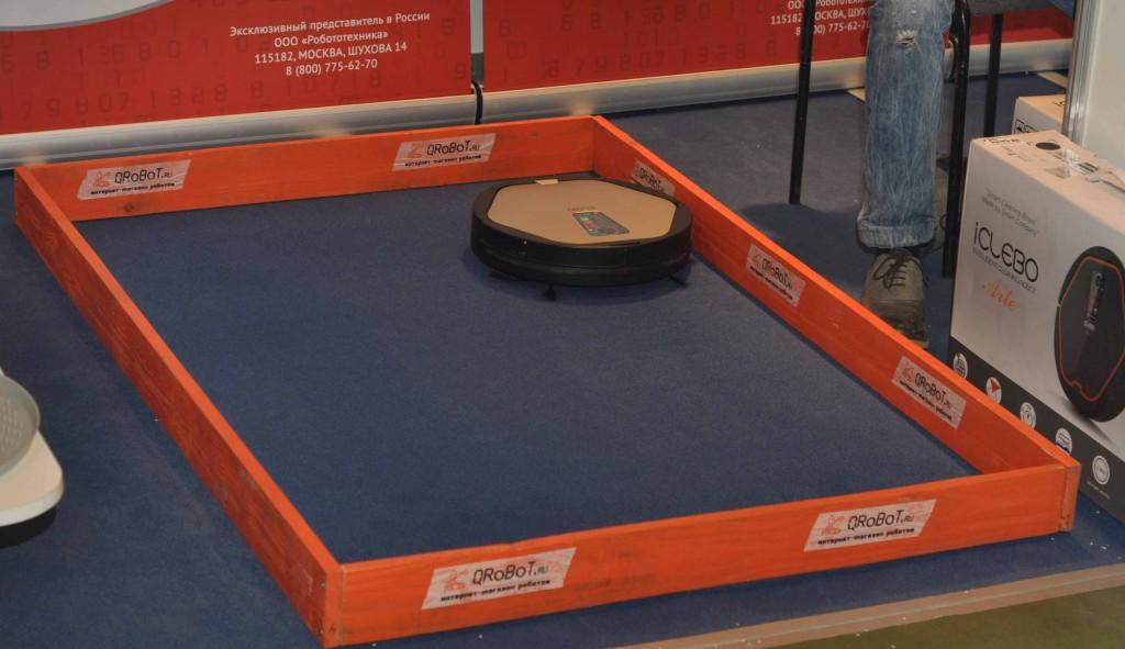 Разумеется, была представлена в различных вариациях потребительская робототехника. Пылесосящие роботы полировали ковролин выставочного павильона...