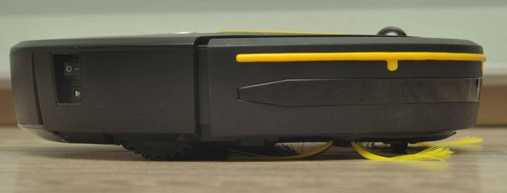 Робот оснащен поясом оптических датчиков, спасающих от столкновений с предметами обихода.