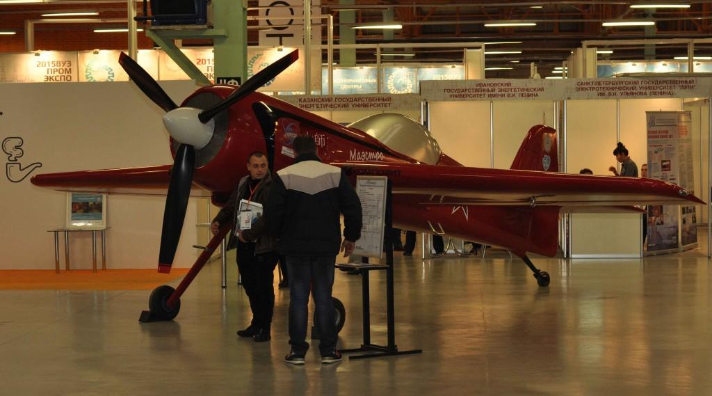 В павильоне можно было даже встретить ни много ни мало - самолет!