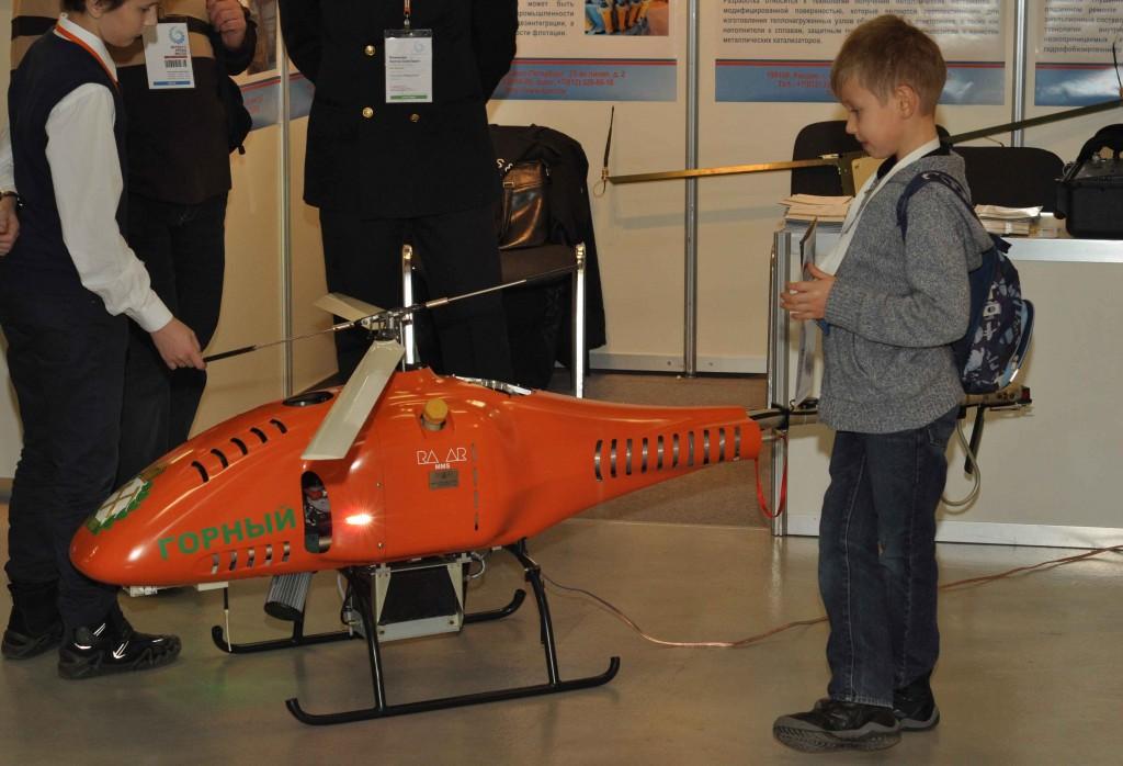 Помимо настоящего самолета была представлена модель и настоящего вертолета, только беспилотного, предназначенного для нужд МЧС.